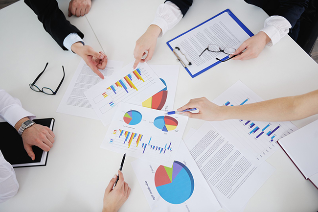 analysis-hands-graph-chart